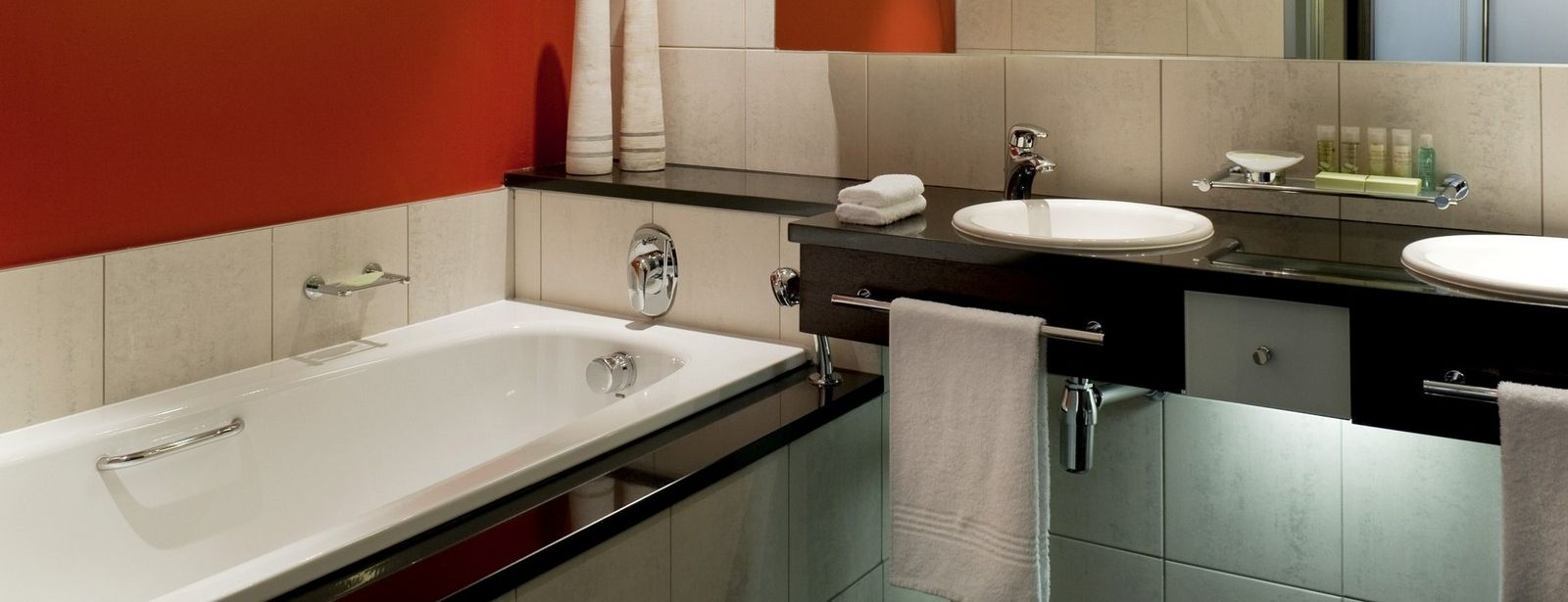 Westin Cape Town Deluxe Room bathroom with bath tub